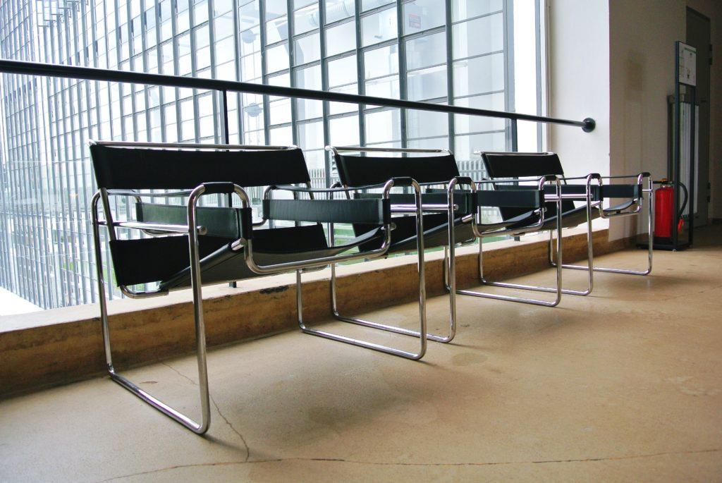 Photo de trois chaises Wassily